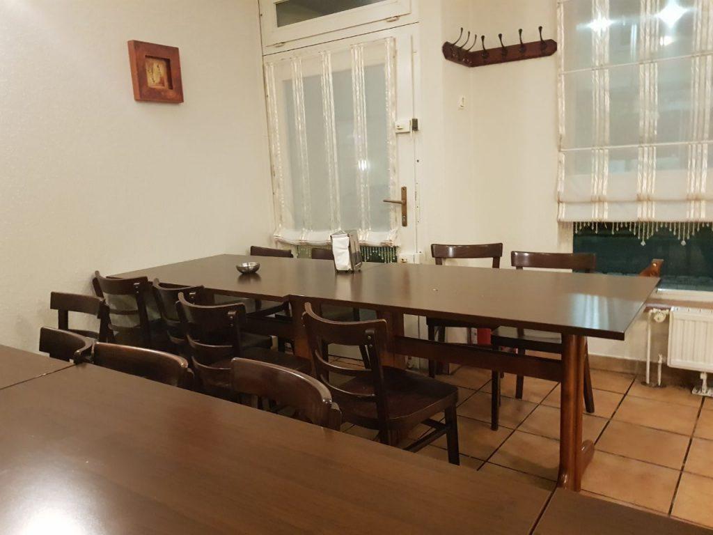 dreckiger Tisch